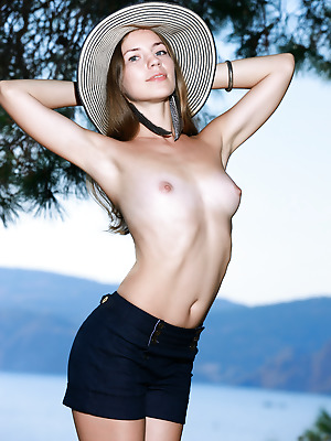 Showy Beauty  Amelia  Funny, Skinny, Striptease, Brunettes